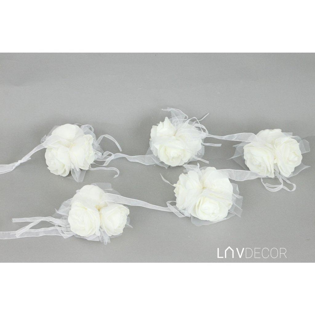 Girlanda z penových ružičiek na stuhe, farba biela  10x10x6 cm dĺžka 140 cm