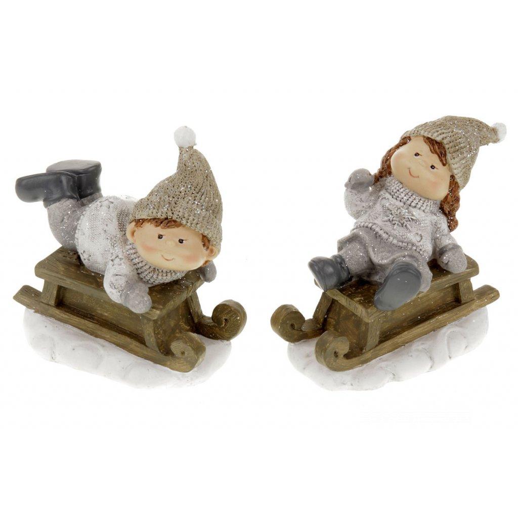Chlapec a dievča na sánkach s čiapkou na hlavé, zimná dekorácia z polyresinu 11x10x6cm Cena za 1ks