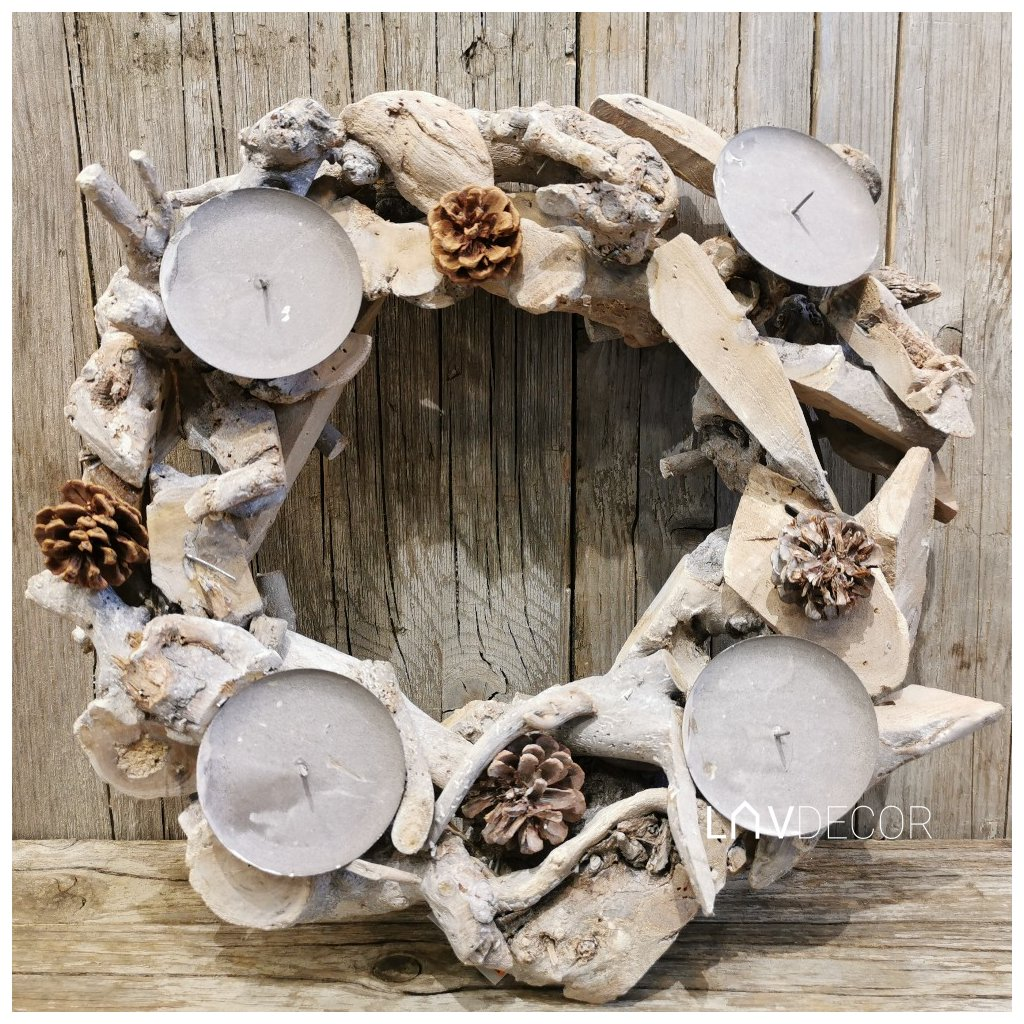 adventný drevený veniec prírodný biela patina drievka 40cm