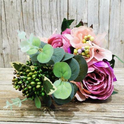 umelá kytica kvetov v odtieňoch fialová-ružová