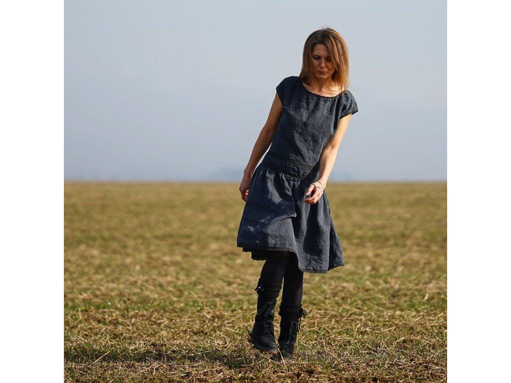 Ve stínu lněné šaty VIII (Le-Mi autorská móda)
