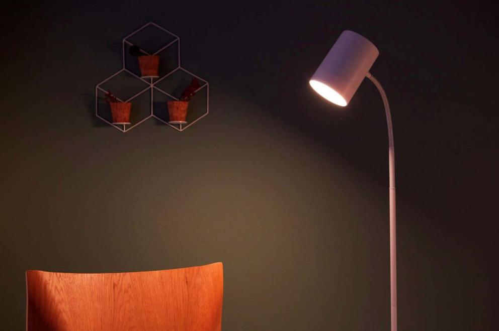 Stojací-lampa---Philips-LED-himroo-lampa-stojací-bílá_1