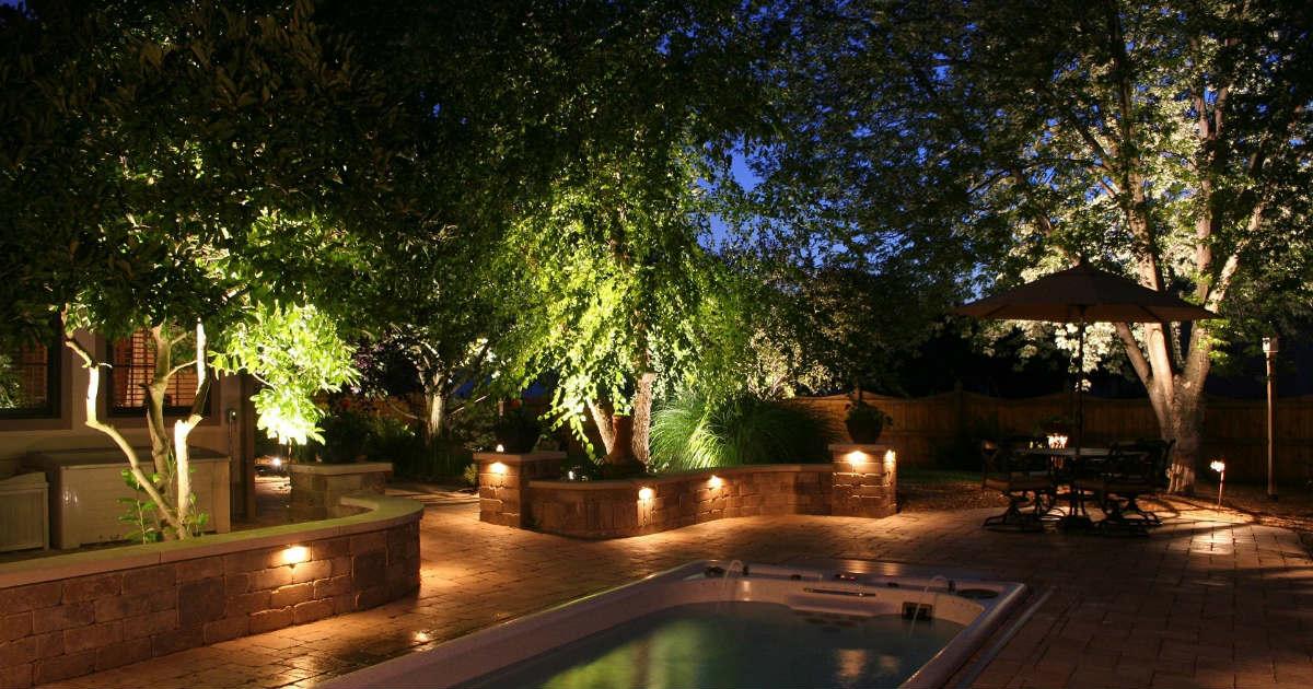 Zahradní-osvětlení-bodové-reflektory