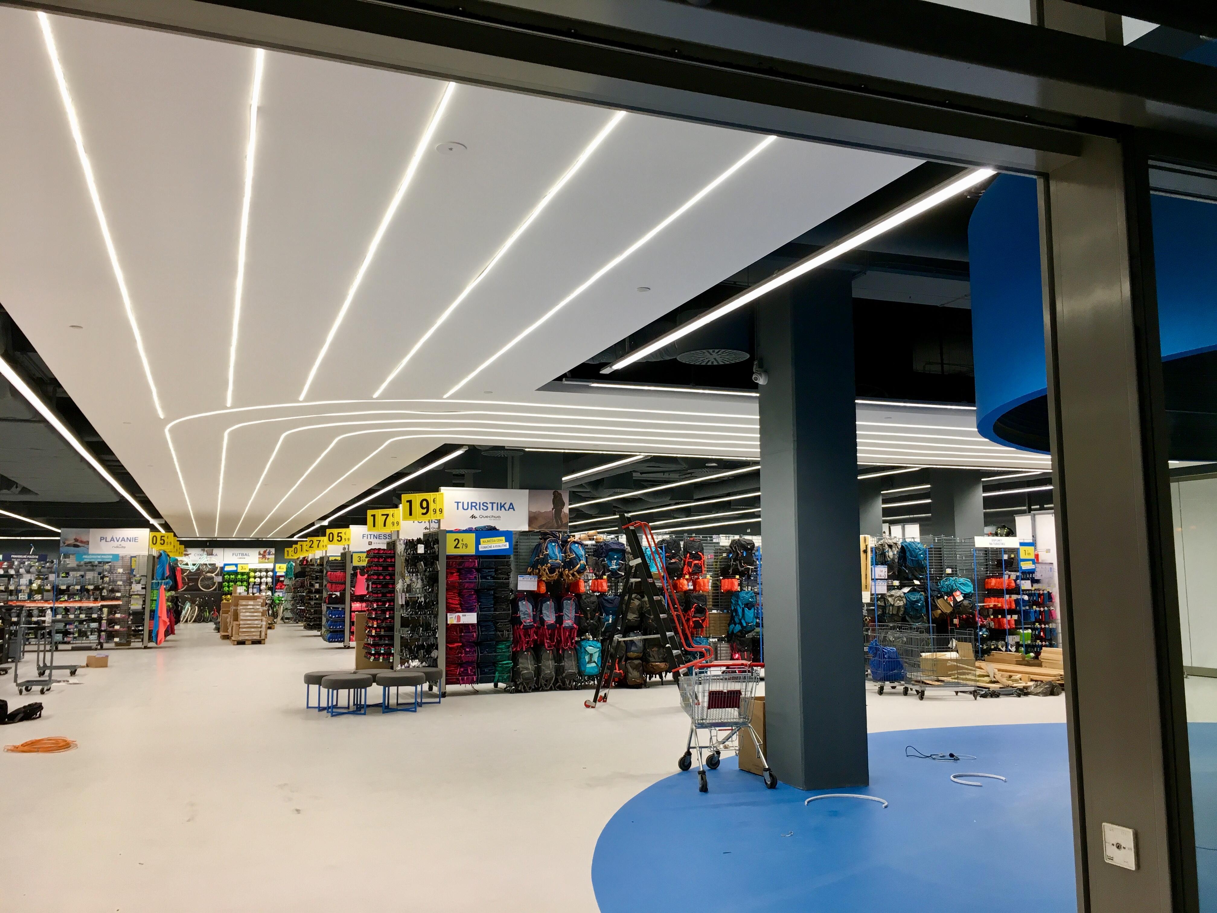 LED liniové osvětlení nákupní centrum Bratislava