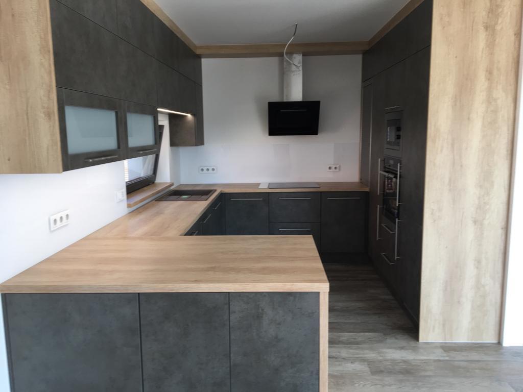 Prostorná kuchyňská linka do novostavby rodinného domu - Úvaly.