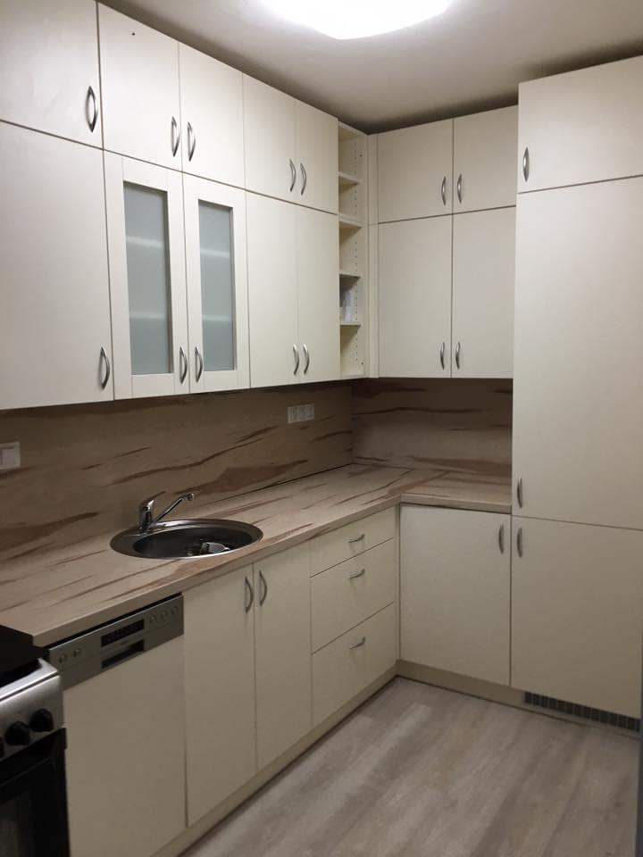 Kuchyňská linka do menšího prostoru v rodinném domku - s maximálním využítím prostoru.