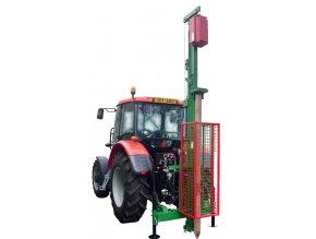 Zatloukač kůlů pro traktor