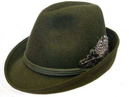 Myslivecký klobouk s odznakem, vlněná plsť
