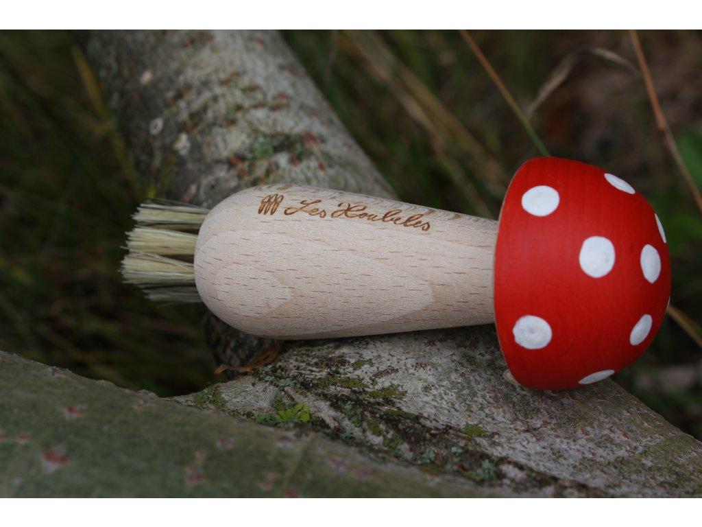 Kartáček na čístění ve tvaru houby
