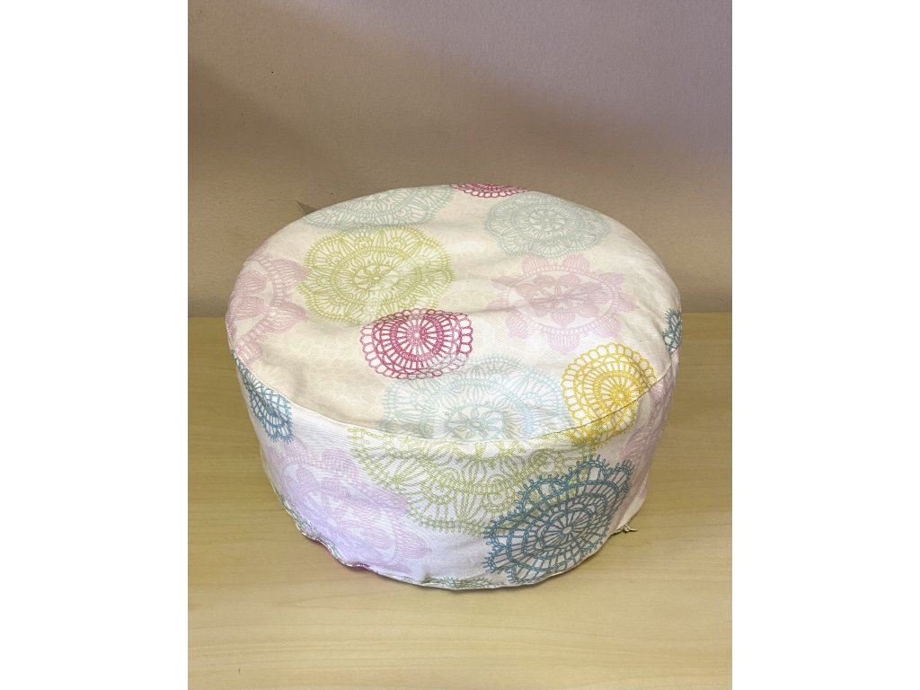 Meditační polštářek pohankový - bílý s barevnými mandalami