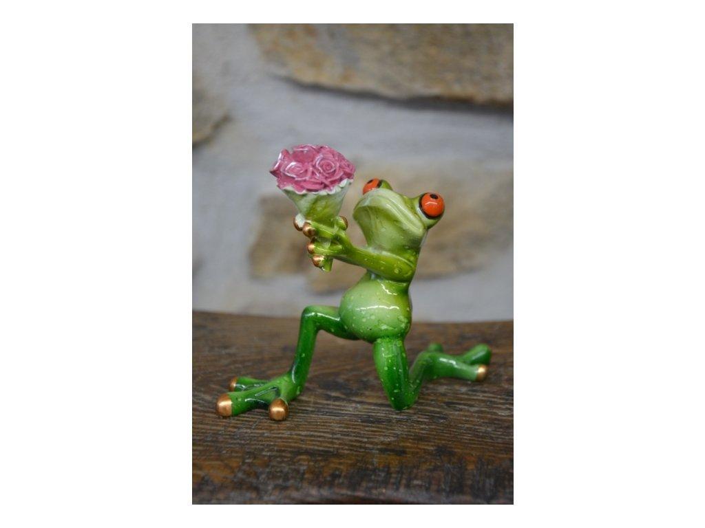 Cerino figurka žába klečící s růžema 12 x 14cm