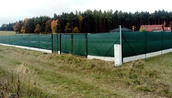 Montáž plotu Plzeň-sever - pletivo + podhrabová deska