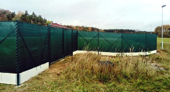 Montáž plotu Plzeň-sever - pletivo+ zastínění tkaninou