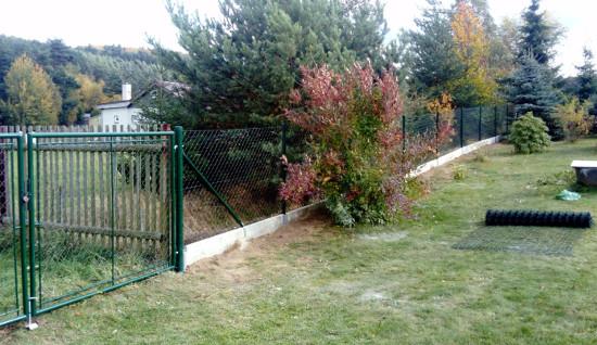 Pletiva Dobrý - Stavba plotu z pletiva s podhrabovou deskou