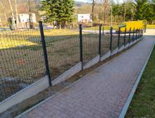 Montáž 3D plotových dílců v antracitové barvě s podhrabovou deskou – České Budějovice
