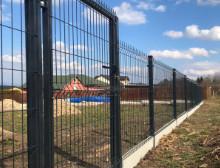 Montáž 3D antracitových plotových dílců – Vlčí