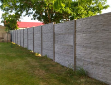 Montáž betonového plotu – Beroun