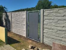 Montáž betonového plotu a branky – Šťáhlavy