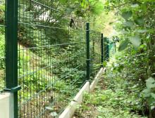 Montáž 2D zelených plotových panelů – Dolní Bělá