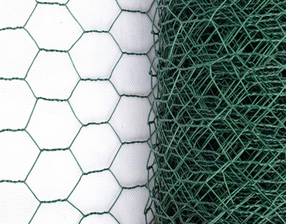 Králičí pletivo - PVC, oko 25x25 mm, výška 50 cm, role 10 m
