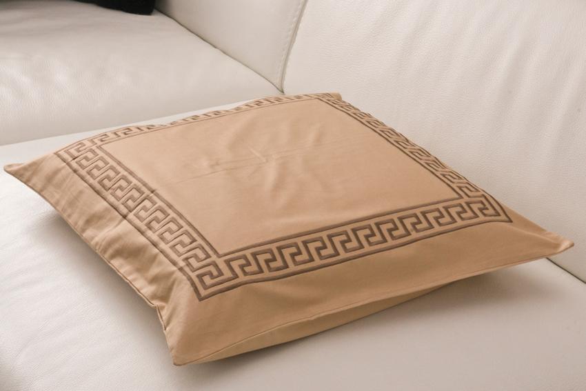 TipTrade s.r.o. Dekorační polštářek Greek Key - Béžový