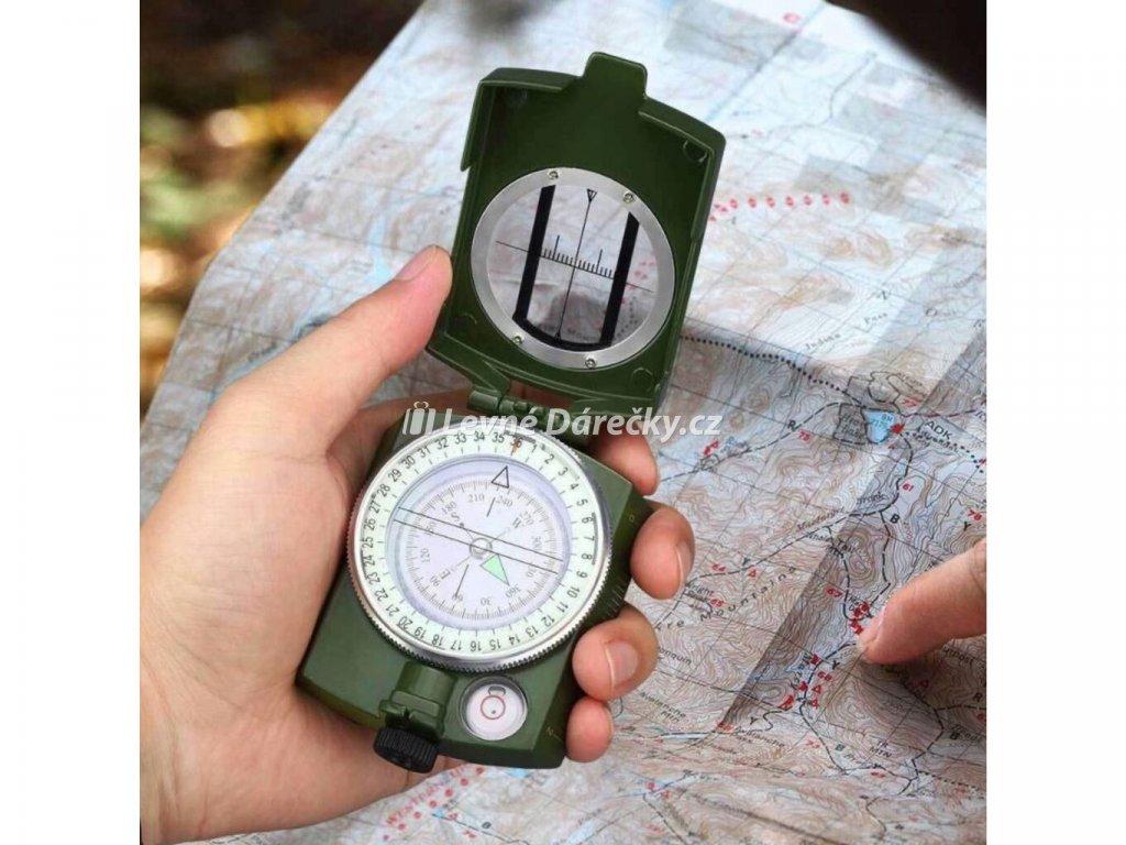 vojensky kompas s buzolou military