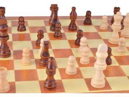 Šachy dřevěné 34 x 34 cm