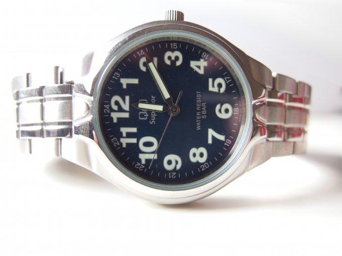 Kovové hodinky stříbrné
