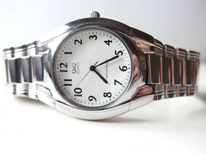 Q&Q pánské hodinky z bílého kovu