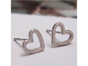 Stříbrné náušnice ve tvaru srdce