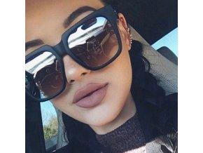 Velké sluneční brýle černé