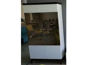 30 Designová dvojdílná vitrína vzor