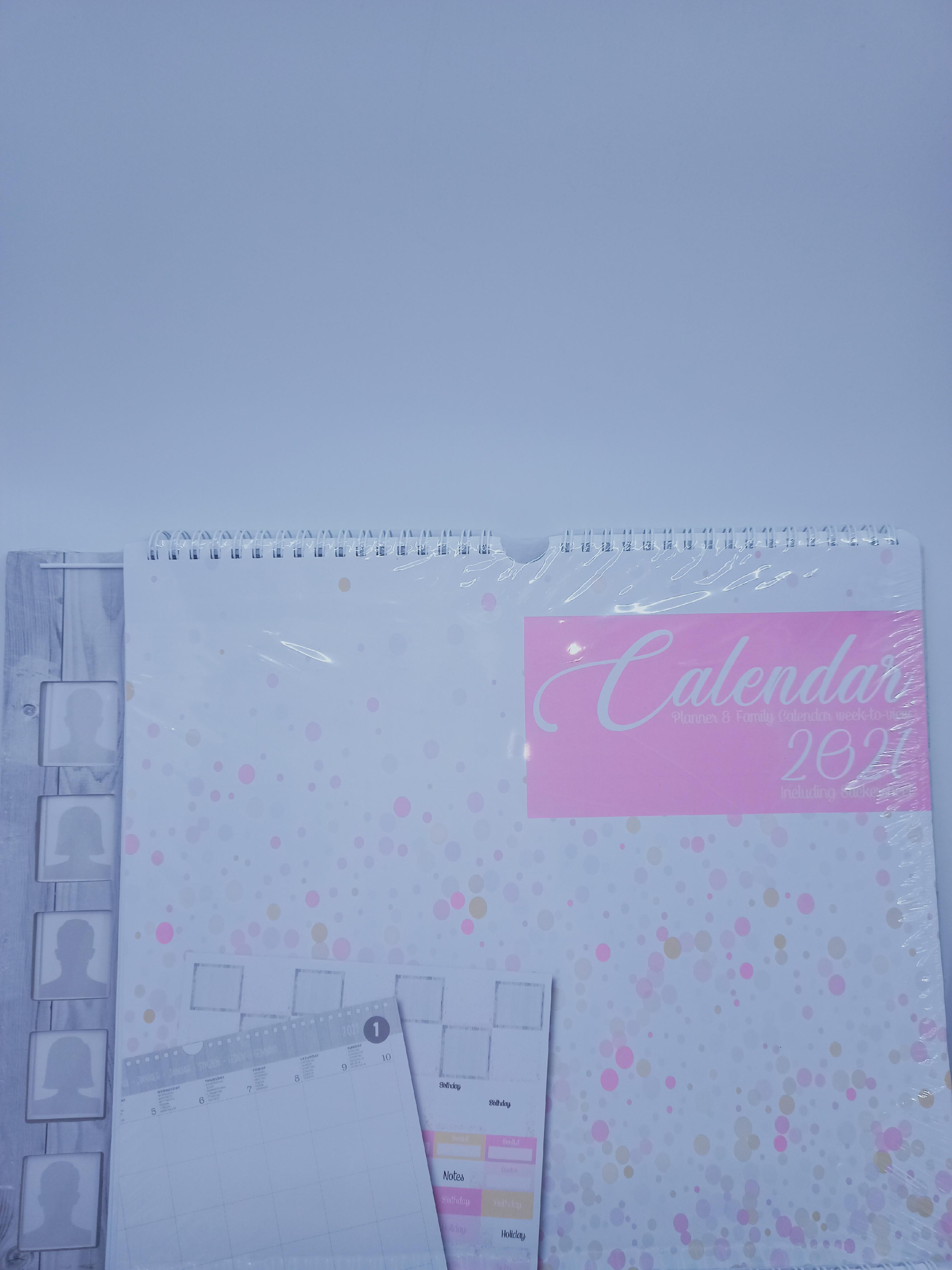 Grafix Rodinný kalendář/plánovač, s 5ti rámečky na fotky Základní barvy: růžová