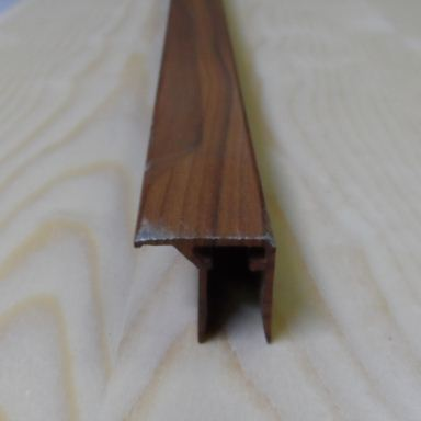 "Al ""U"" profil s prodlouženou hranou,tloušťka 10mm,mahagon,6,3 m"