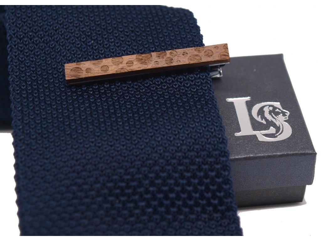 dřevěná spona na kravatu s kruhy