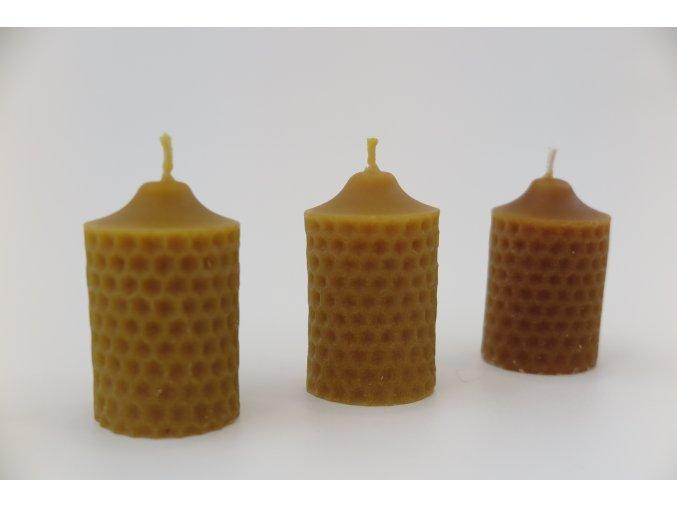 Svíčka se včelím rastrem