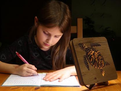hlava lišky 99 dž 3 stolní LED lampička 17x17cm