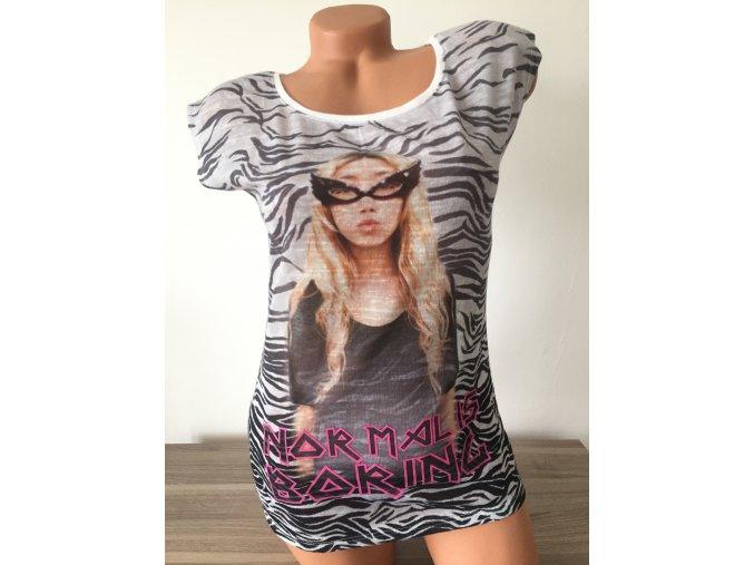 Výrazné dámské triko s potiskem Bershka