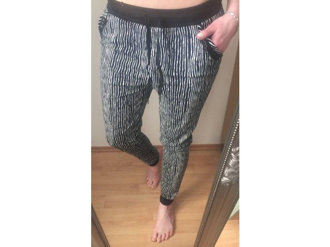 Vzorované pruhované kalhoty/tepláky