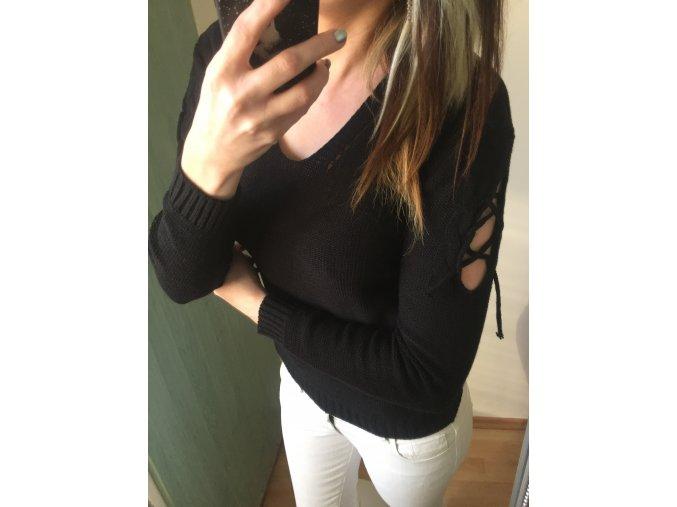 Dámský černý svetr s aplikací na rukávech, velikost univerzální