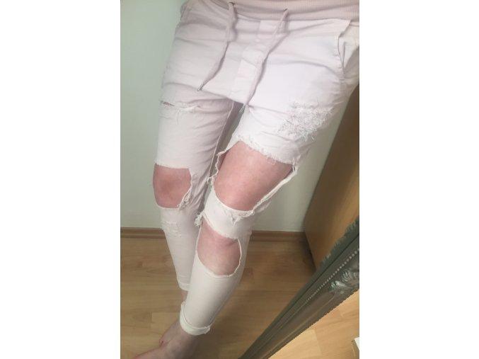 Trhané růžové plátěné kalhoty