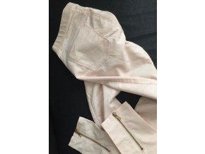 Světle růžové kalhoty/skinny Bershka