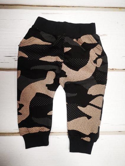 Chlapecké teplákové kalhoty, velikost 98, barva černá, maskáčová, obr. 20