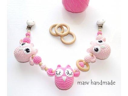 Chrastítko na kočárek sovičky růžové  háčkované dekorace handmade