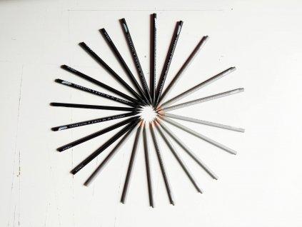 tužky černé