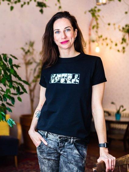 Žena v černém kojicím tričku s ilustrací Please don´t wake up