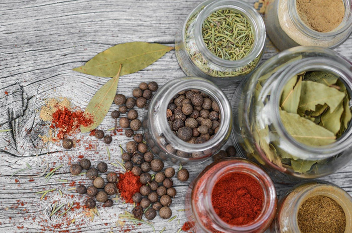 spices-2548653_1280_mid_1