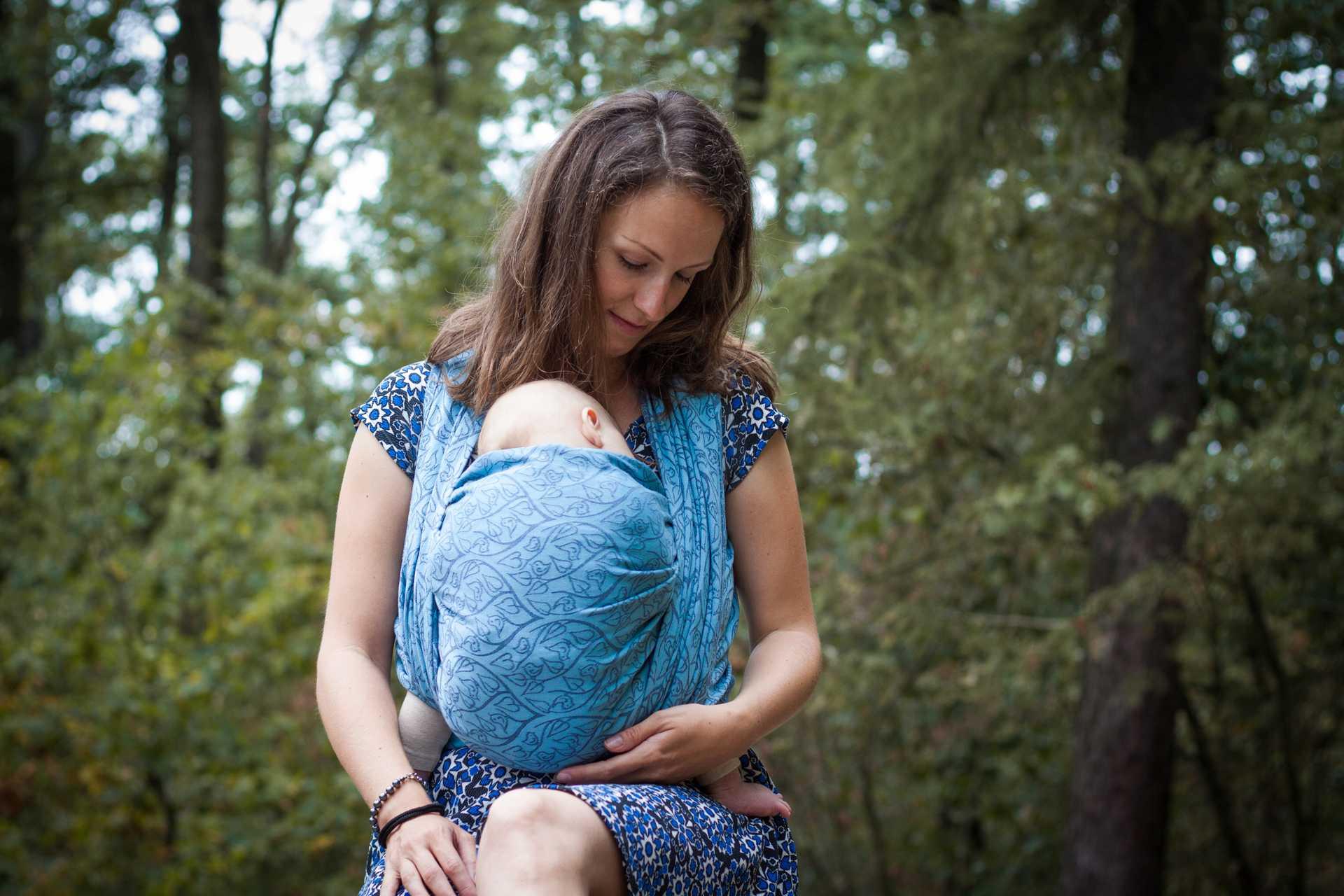 Jak poznat, že miminko v šátku nosím správně?