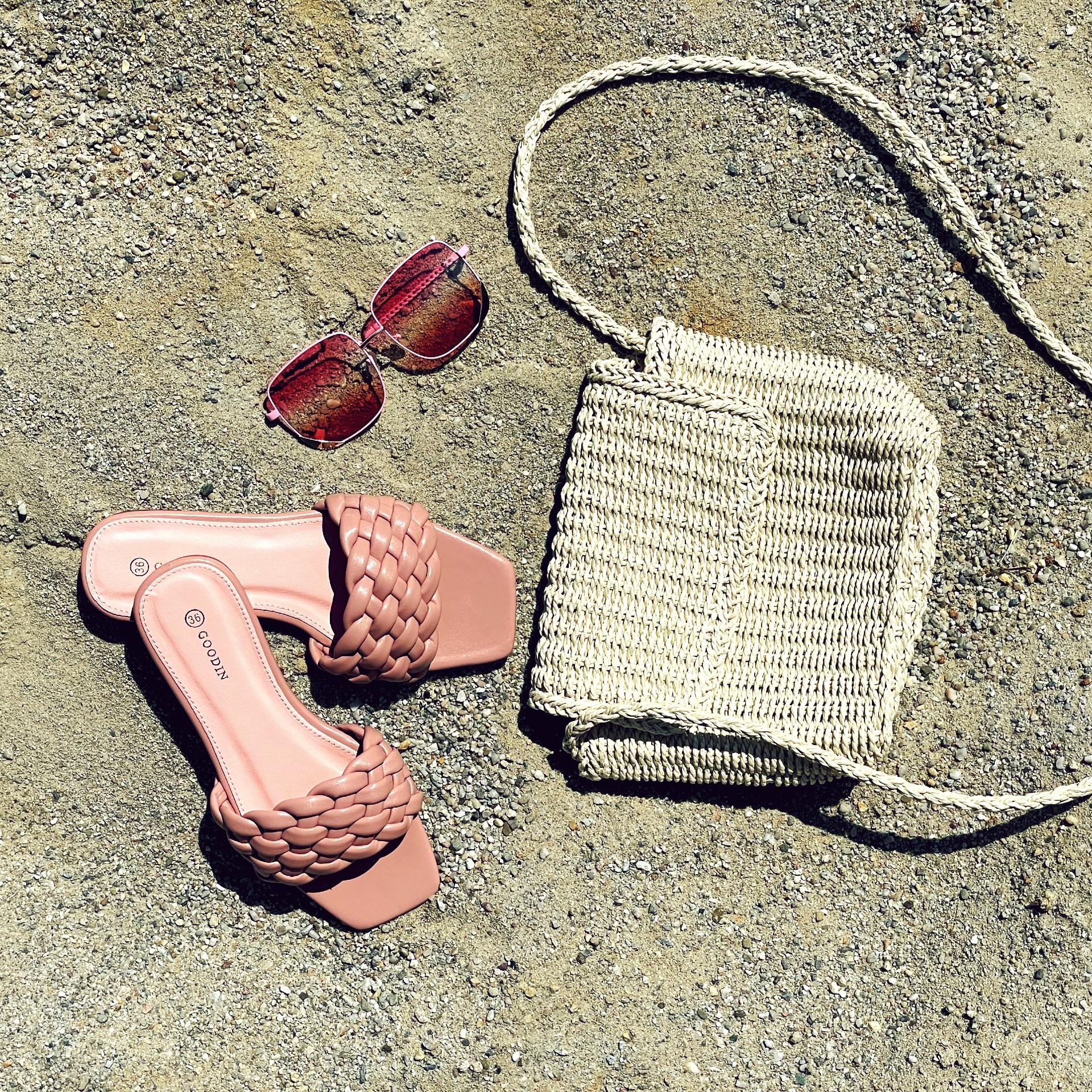 Co nesmí chybět v plážové tašce?