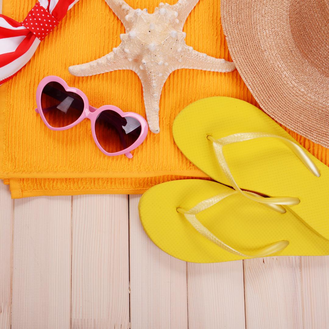 Šaty, brýle a úsměv. Přinášíme letní must haves